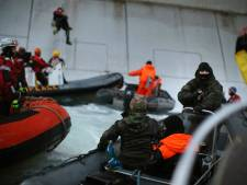 Des militants de Greenpeace sur une plateforme de Gazprom dans l'Arctique