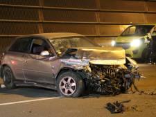 Automobilist overleden na botsing tegen vangrail A2