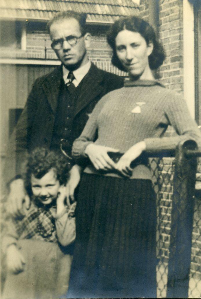 Israël en Emma Spanjar-Velleman met hun dochtertje Rita.