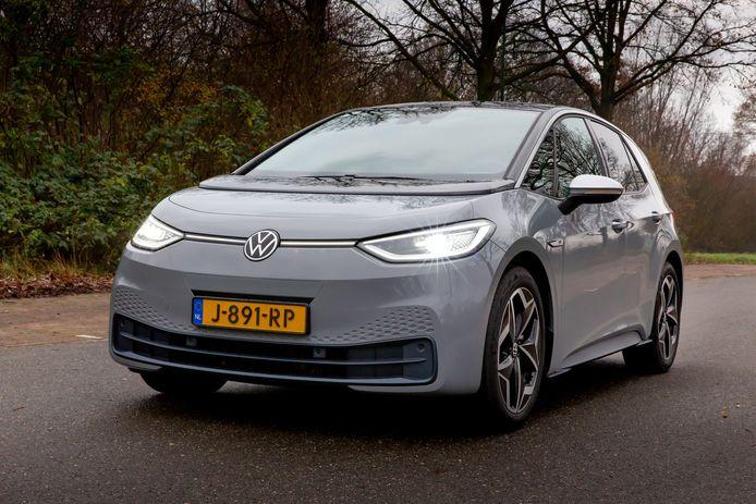 Het rijbereik van de volledig elektrische Volkswagen ID.3 valt in de praktijk tegen. Hij is wel verrassend ruim.