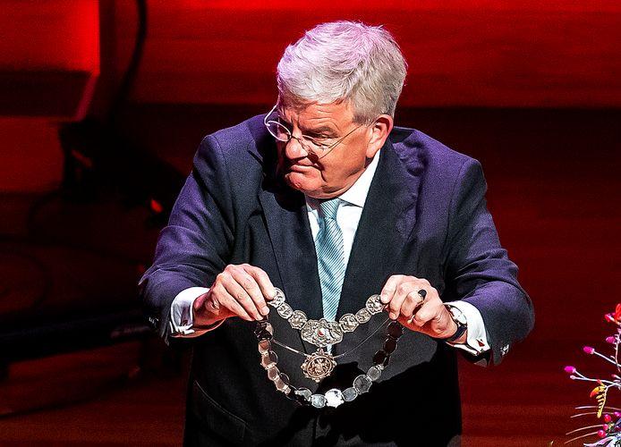 Ex-burgemeester van Utrecht Jan van Zanen bij zijn afscheid tijdens een speciale raadsvergadering in Tivoli Vredenburg