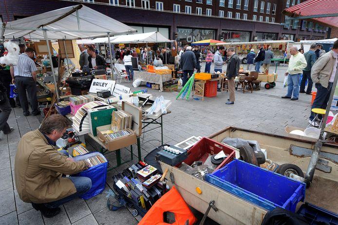 Een vlooienmarkt is een populair onderdeel van de zondagmarkt.