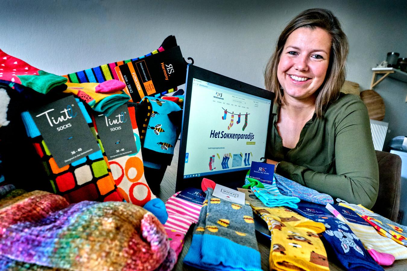 Het Sokkenparadijs is op haar lijf geschreven: Angela Koorevaar heeft zelf meer dan 365 paar sokken gespaard.