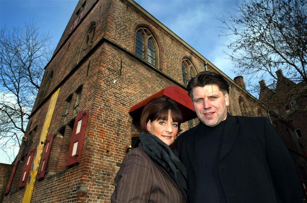 Jonnie en Therese Boer voor het oude pand van De Librije in Zwolle, een dag na hun derde ster.