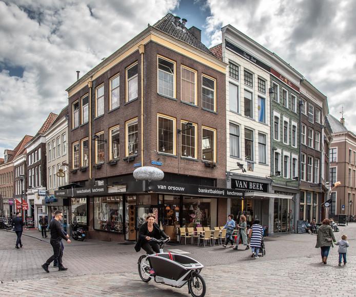 Van Orsouw, de bekendste gebakswinkel van Zwolle, is failliet.