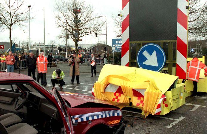 Een crashtest bij de beurs Intertraffic in de Rai.