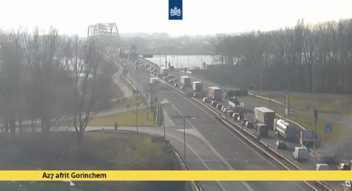 Op de Merwedebrug bij Gorinchem is donderdag net na het middaguur een ongeval gebeurd. De A27 richting Gorinchem is om die reden voor enige tijd dicht, zo meldt Rijkswaterstaat.