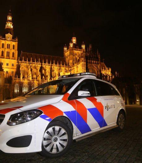 Groep van 25 jongeren trapt en slaat viertal in Den Bosch, drie tieners opgepakt