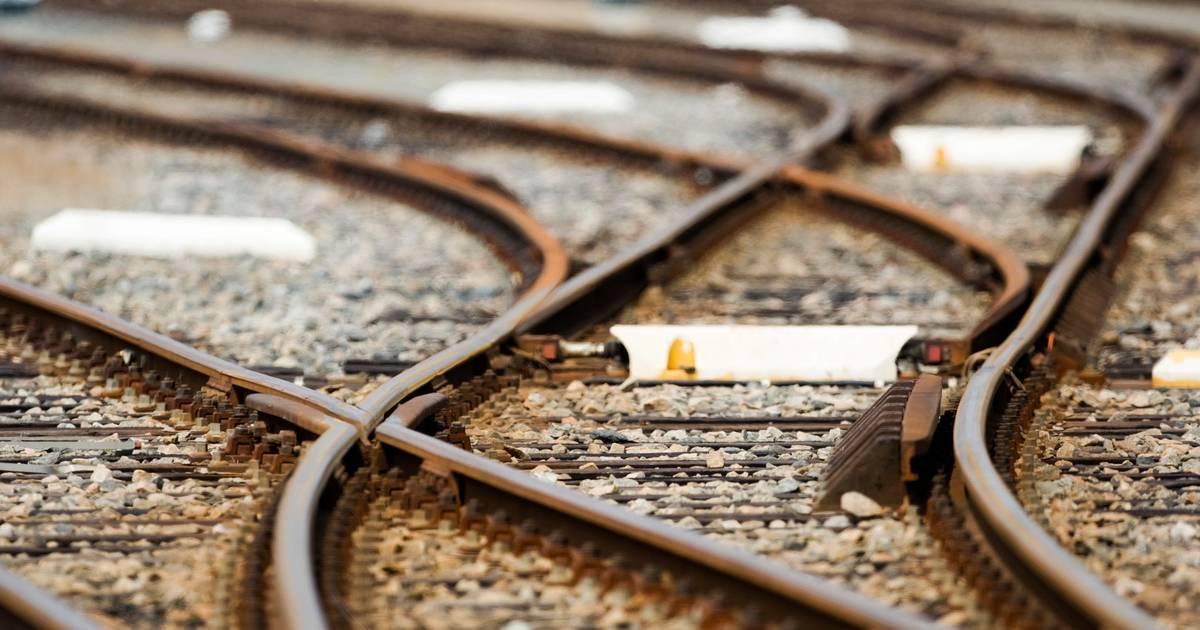 Treinverkeer Deventer - Almelo urenlang plat na aanrijding.