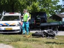 Vrachtwagen rijdt motorrijder met 80 km/u aan in Landhorst; motor total loss