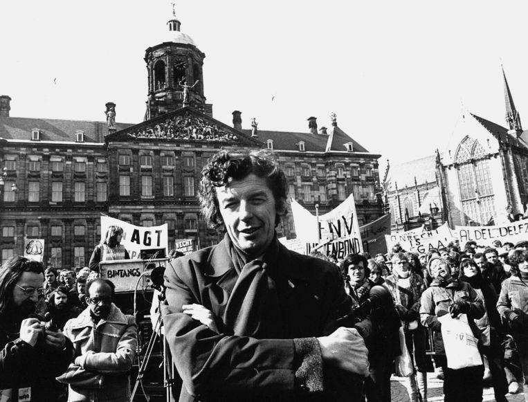 1980: FNV-voorzitter Wim Kok op de Dam te Amsterdam, waar een grote demonstratie tegen het loonbeleid van de regering werd gehouden. Beeld ANP