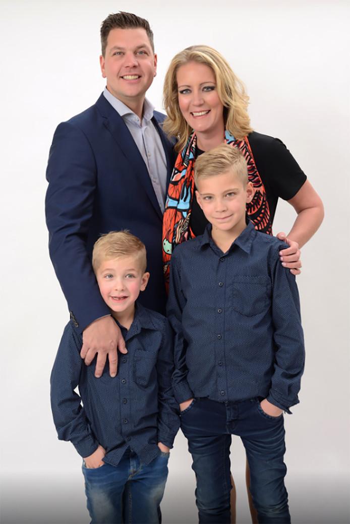 Stephan en Ilona Pos met zoons Tygo (links) en Björn.