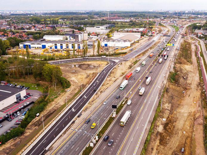 De afrit Zwijndrecht zal vanaf donderdagavond weer opengesteld worden voor verkeer dat van de E34 komt.