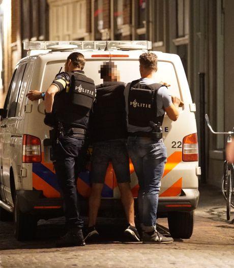 Razendsnelle arrestatie op bomvol terras in Deventer: 'Man (32) dreigde met zwaar geweld'