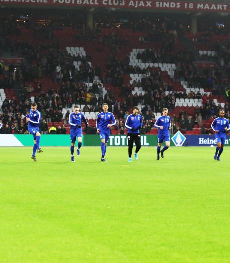 Spakenburg-speler Van den Houten vergeet voetbalschoenen voor Ajax-uit