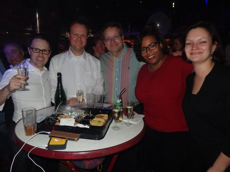 Een tafels vol Lions 2.0: Arjan van Ommen, Daniël Hubbeling, Francesco Tijnagel, Zoridza Francisco en Caroline Coffrie Beeld Schuim