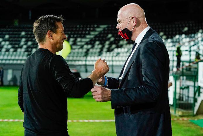 PSV-trainer Roger Schmidt en PSV-directeur Toon Gerbrands, afgelopen donderdag bij NS Mura-PSV.
