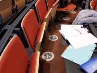 """""""We zitten veel te dicht op elkaar in de aula"""", aldus studenten Vives. Volgens Vives worden alle regels nageleefd"""