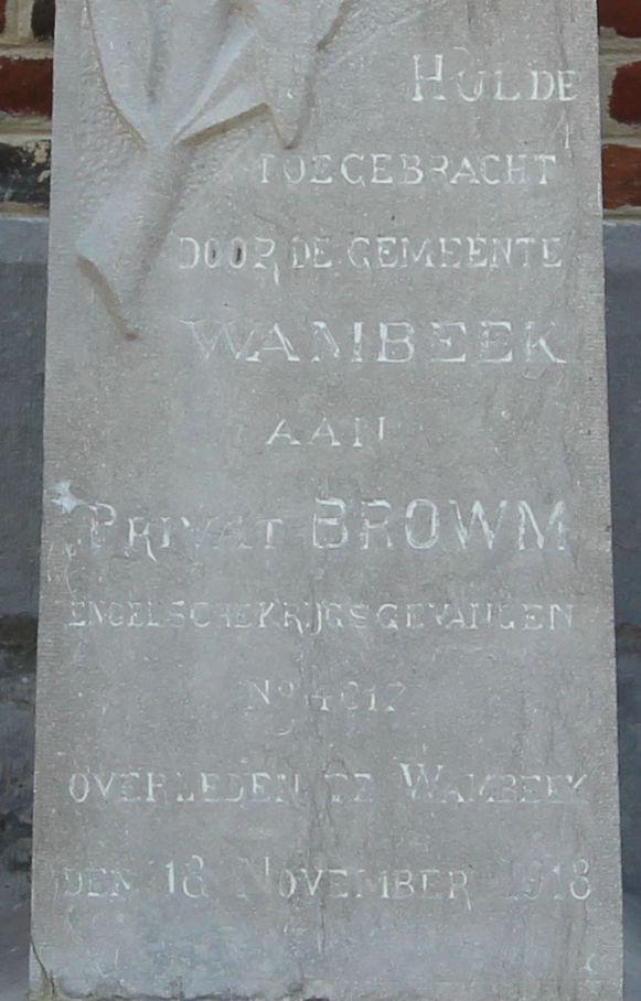 Het opschrift vertelt dat Brown krijgsgevangene was.
