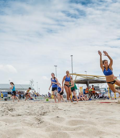 Internationaal Beachhandbaltoernooi op stadsstrand Markt Oosterhout