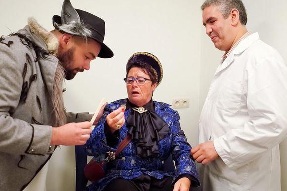 De Bellemadam bij de dokter.