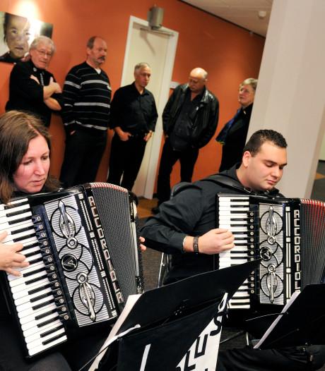 Erepenning voor accordeonclub uit Dieren