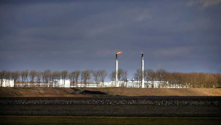 Het affakkelen van gas bij het gasbehandelingsstation van Noordgastransport. Beeld anp