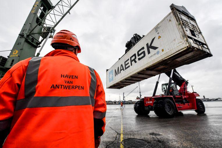 Zeebrugge telt ongeveer 1.500 havenarbeiders, Gent zo'n 500 en Antwerpen meer dan 7.000. Die kunnen dus allen door dit arrest tot na hun 65ste aan de slag blijven.