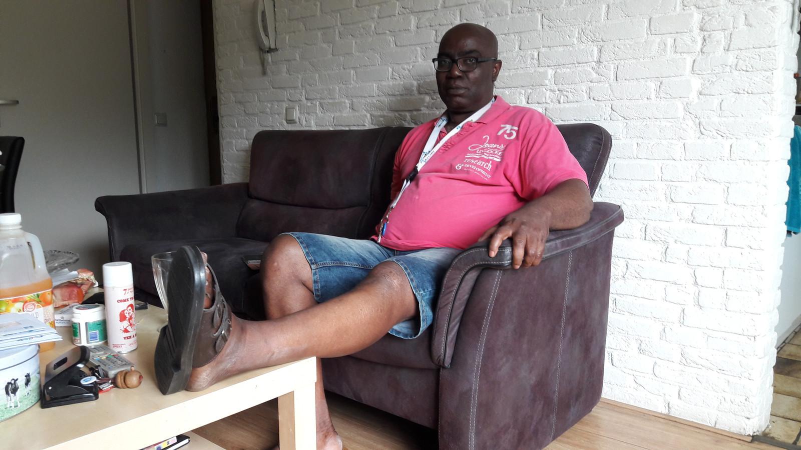 Wilfred Mbadugha kwam woensdagavond met zijn linkerbeen bekneld te zitten tussen zijn scootmobiel en luchtcompressor bij een benzinestation.