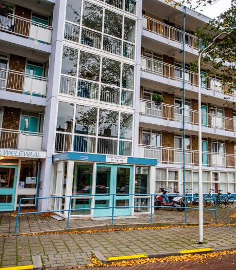 Vrouw ligt wekenlang dood in flat Alphen: vliegenoverlast bij buren