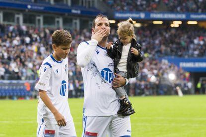 """Rafael van der Vaart na zijn afscheidsmatch in Hamburg: """"Eigenlijk stelt voetbal geen reet voor"""""""