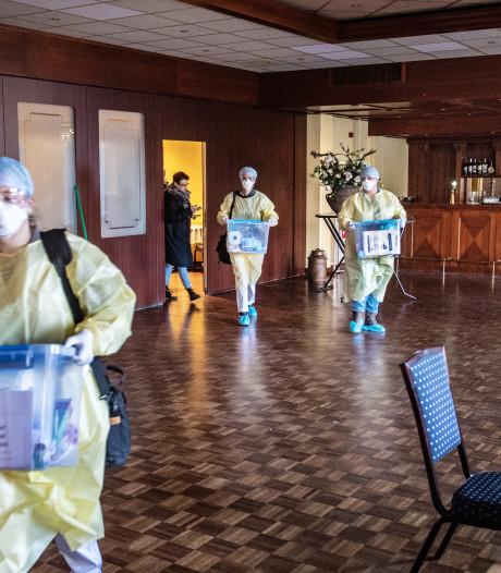 Verpleegkundige Lisa zit in het coronateam dat werkt vanuit dit hotel: 'We zien veel angst'