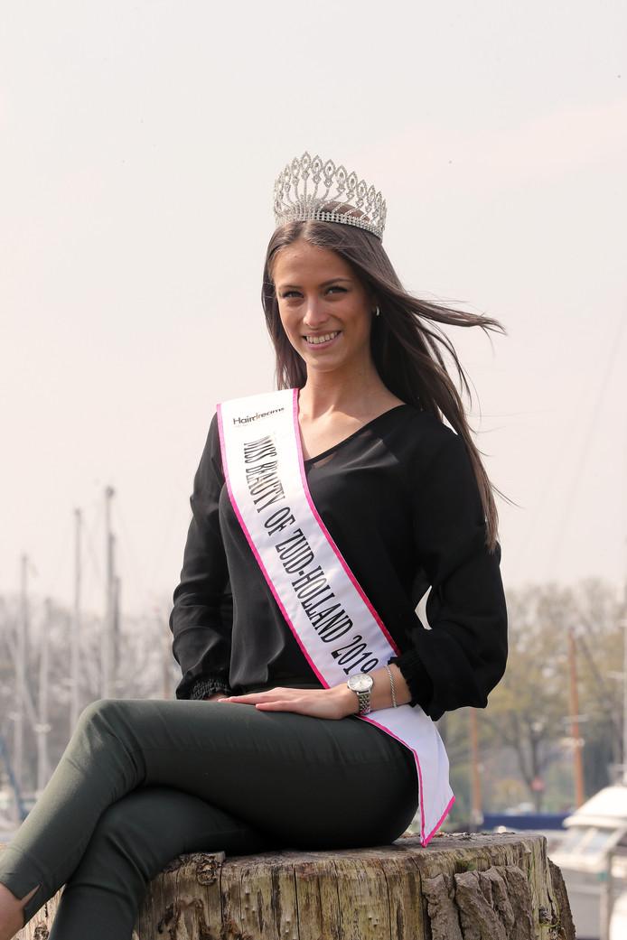 Laura van Berkel mag zich een jaar lang Miss Beauty of Zuid-Holland noemen.