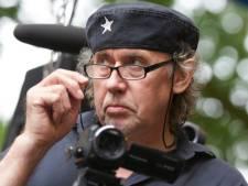 Nu Ton Kraayenvanger niet meer de wereld over kan reizen, filmt hij de onvrede over windmolens in Berkelland