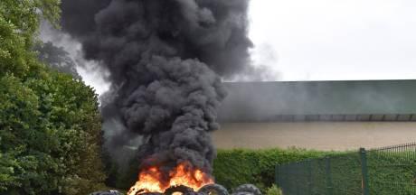 Banden van landbouwvoertuigen in brand in Vriezenveen
