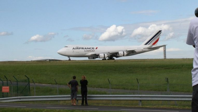 Bij het Franse vliegveld Charles de Gaulle. Beeld afp