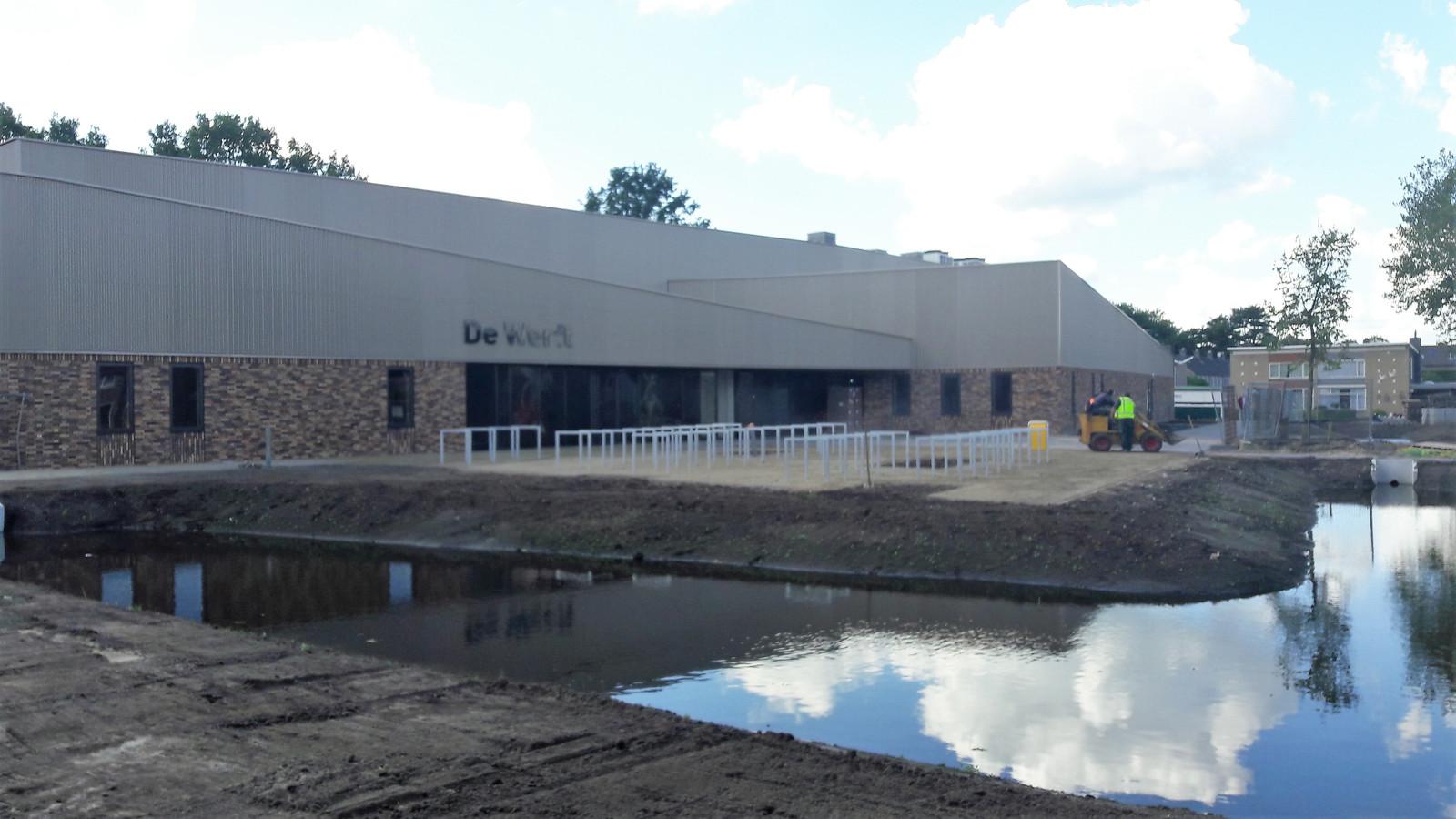De aangelegde waterpartijen voor de nieuwe Werft.