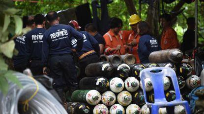 """Thaise kinderen in grot """"niet klaar om te duiken"""", reddingswerkers boren gaten in bergwand om kinderen vanuit hoogte te bereiken"""