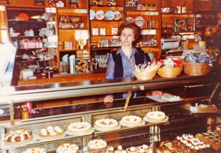 Christiane Van Geite in haar patisserie in 1980.