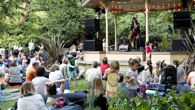 Elk weekend is er tijdens de zwoele ZOOmeravonden van Artis een muzikaal optreden. Beeld Artis