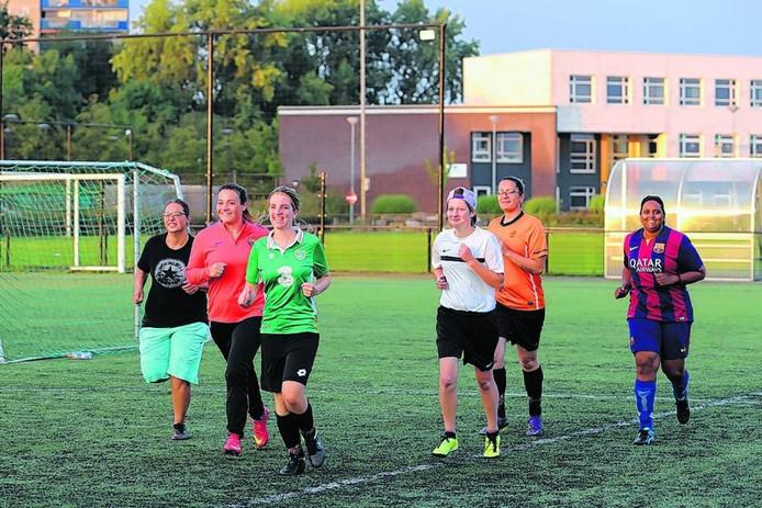 Door de vakantieperiode waren er slechts zes dames aanwezig voor de training. Foto Chris van klinken/pix4profs