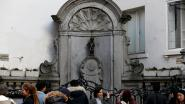 Manneken Pis herdenkt aanslagen in nieuwe brandweeruitrusting