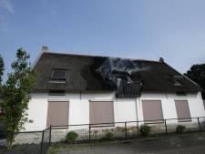 Woning met rieten dak vat vlam in Dongen, bewoners van zorginstelling geëvacueerd