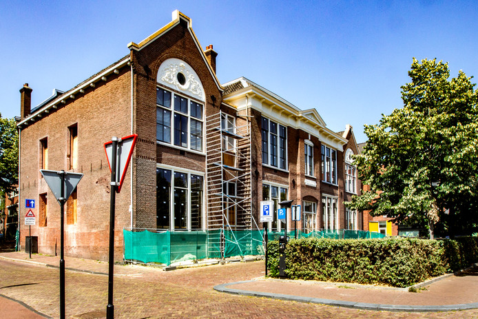 De voormalige Houtmarktschool in Deventer.