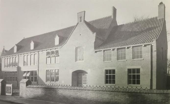 Het nieuwe ULO St. Jan aan de Koornstraat (1948). De oude school was in 1944 door een Duitse granaat deels verwoest.