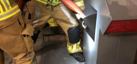 Brandweer brengt filmverslag uit van auto- en containerbranden met oudjaar in Breda