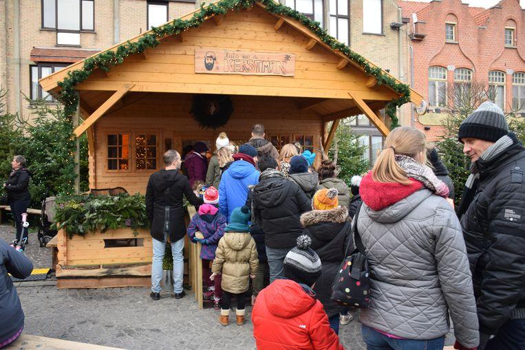 De kerstman deelde 2000 snoepjes uit tijdens Vrolijk Nieuwpoort en las dagelijks een verhaal voor
