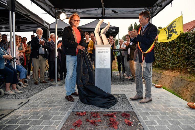 Kunstenaar Wilfried Jacops mocht mee het herdenkingswerk aan Kazeirekens onthullen.