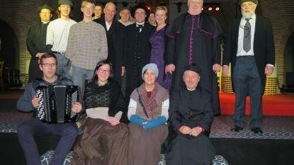 Kerk Aalter-Brug wordt theaterzaal: Priester Daens herleeft op spreekgestoelte dat van parochie Maldegem-Donk werd geleend