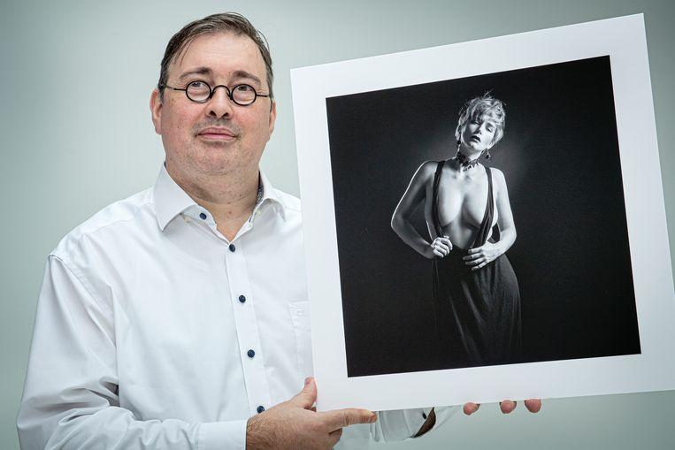 Didier de Daniloff met één van de foto's uit de 12-delige reeks die hem de titel Qualified European Photographer opleverde.